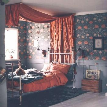 Four-poster bed and flowers. That was my childhood. ~ ETS