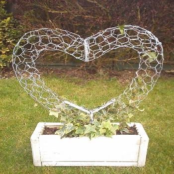 Wire Heart topiary fram by ~123-P-P-H-123 on deviantART - i like the look of this, can also be done